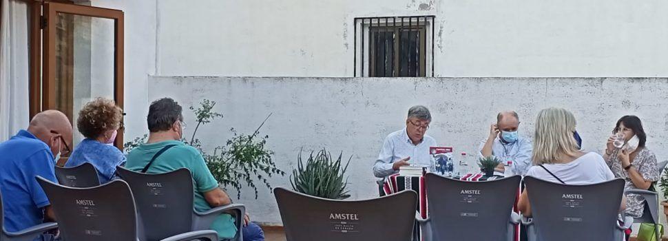 """Javier Andrés presenta a Vallibona la seua primera novel·la, """"Camino roto"""""""