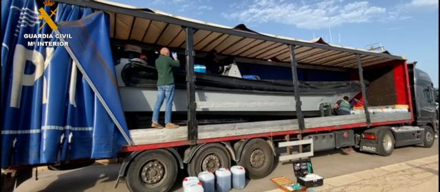 La Guardia Civil incauta una embarcación rápida oculta en un remolque en el Delta de l'Ebre