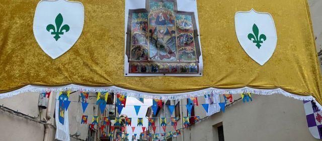 Vilafranca adorna sus calles, recuperando una vieja costumbre