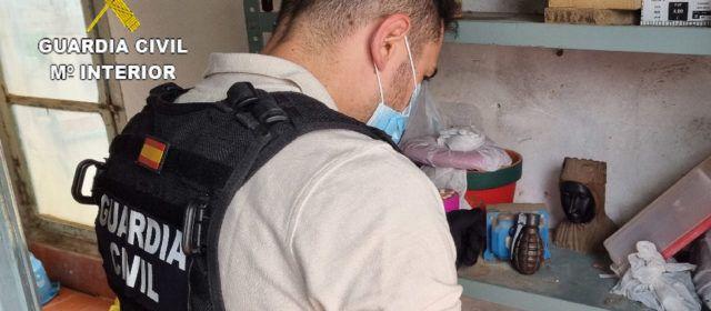 La Guardia Civil retira y destruye una granada de mano de la pasada guerra civil