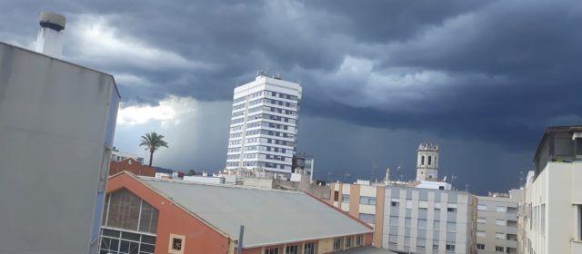 Fotos: Núvols amenaçants a Benicarló