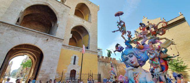 Fotos: falles de València, poc abans de la cremà
