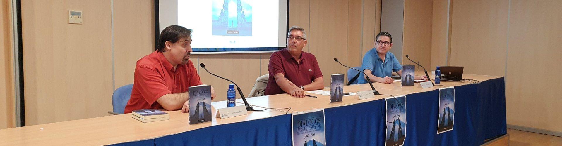 Fotos i vídeo: presentació del tercer llibre de Jordi Vives