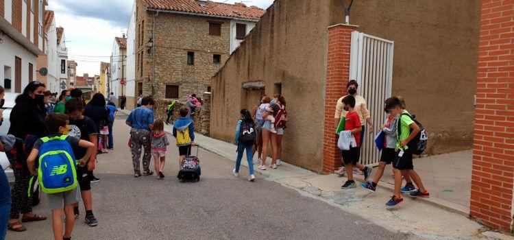 Nova zona de descans al pati del col·legi de Vilafranca