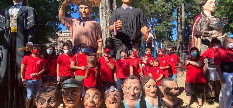 Vídeo i fotos: Nanos i Gegants de Vinaròs, a la trobada gegantera de Catalunya, a Tortosa
