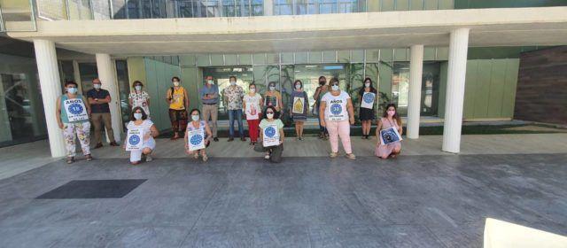 Concentración en el centro de salud pública de Benicarló en demanda de estabilidad laboral