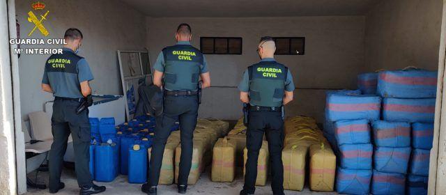 La Guardia Civil interviene un nuevo alijo de hachís y detiene a ocho personas, una de ellas guardia civil, en el Puerto de Vinaròs