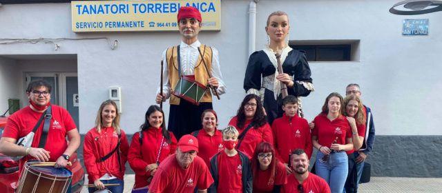 """Gegantons, dolçainers i tabaleters de Vinaròs en l'aniversari d'""""El Senill"""" de Torreblanca"""