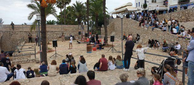 Los visitantes y turistas se convierten en actores por un día este puente en Peñíscola
