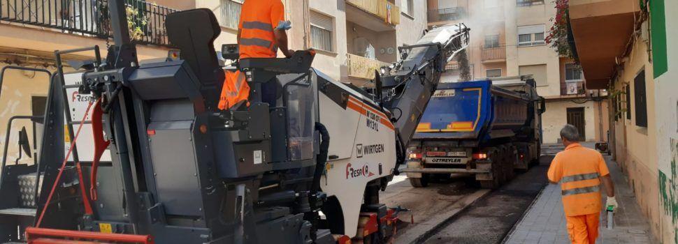 Comença a Benicarló l'asfaltat dels carrers de Pere de Thous, Penyagolosa i Mare de Déu de Montserrat